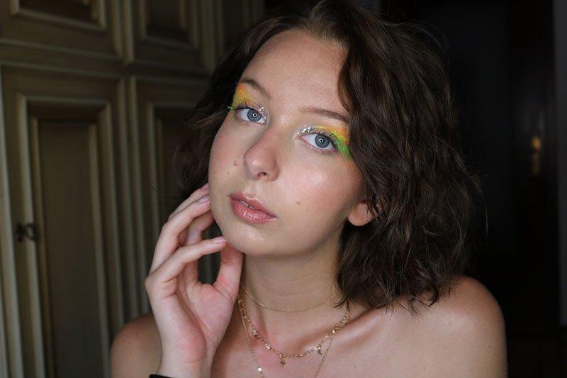 trucco fotografico colorato realizzato su giada