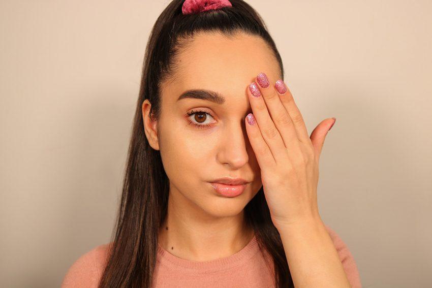 Come coprire occhiaie e borse con il make-up